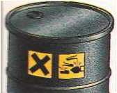 На контейнерах с сильными кислотами ставятся принятые во всем мире символы, означающие «опасно» и «высокая активность»